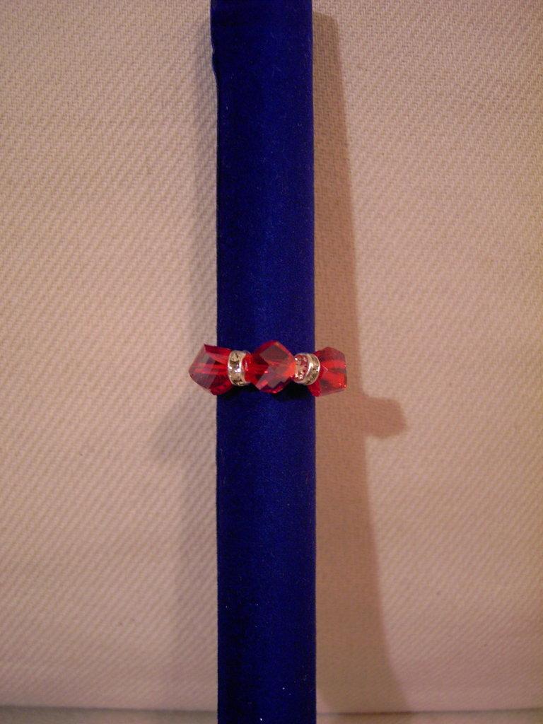 Anello con swarovski poliedrici