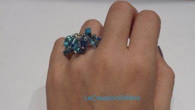 Anello di perline azzurro