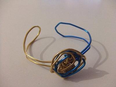 pulsera en azul y oro