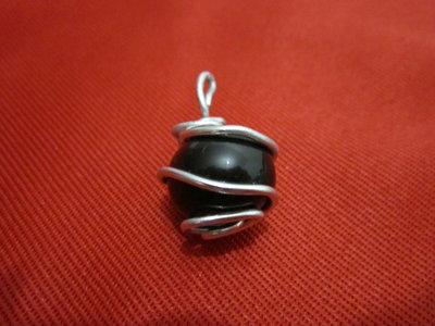 piedra negra encarcelada