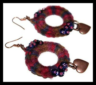 Orecchini ad anello con lana e paillettes