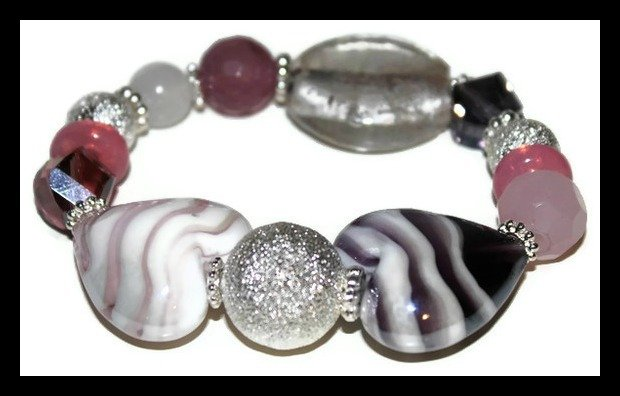 Bracciale in pietre di vetro colorate