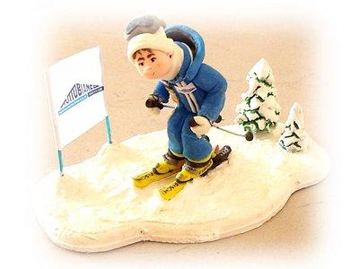 Statuina sciatore fatta a mano