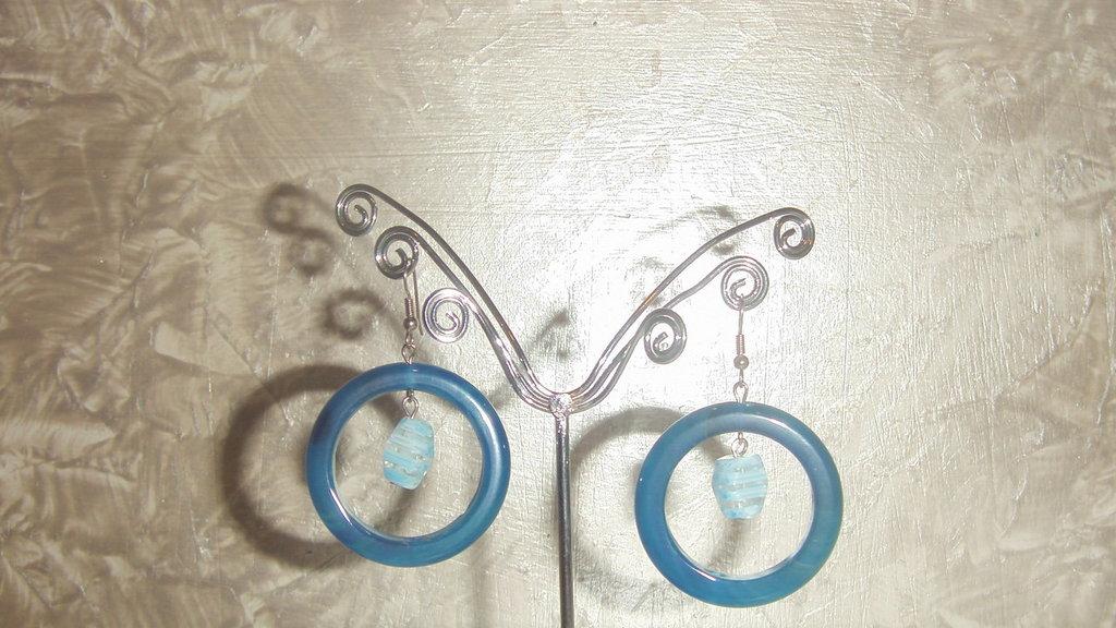 orecchini a cerchio blu