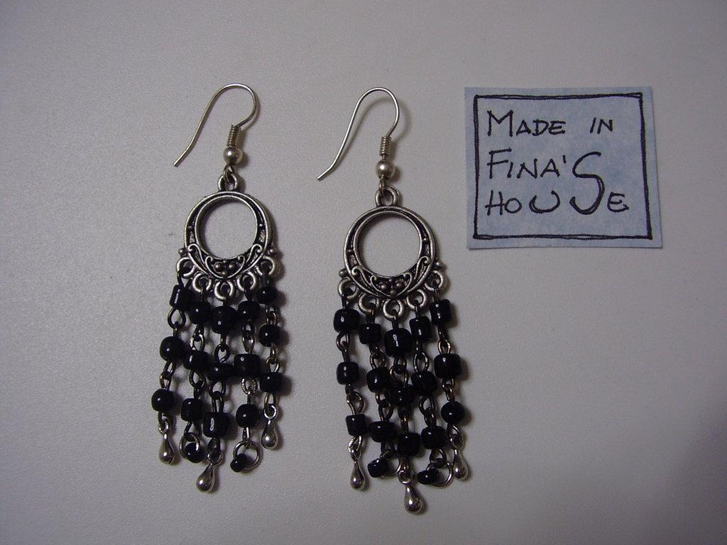 orecchini pendenti perline nere
