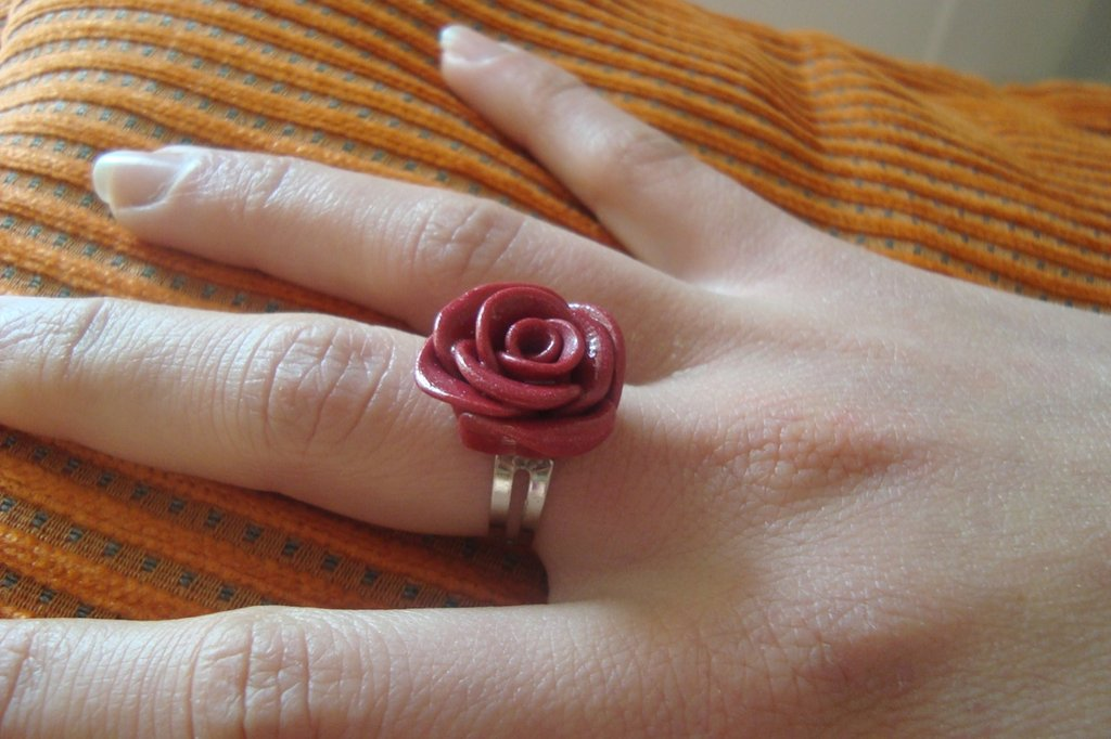 anello con rosa in cernit
