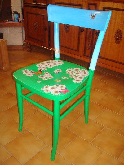 Sedia in legno decorata