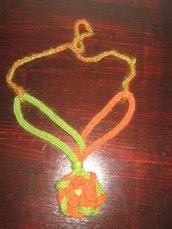 collana di lana fatta a mano