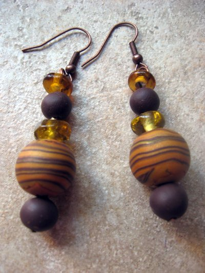 orecchini marroni e ambra