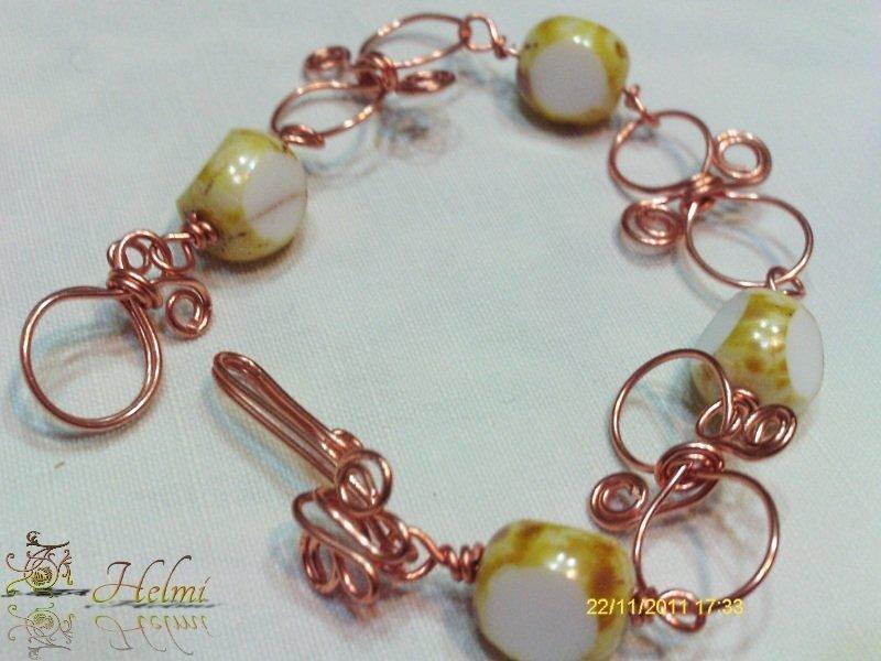 Bracciale in rame e perle di vetro