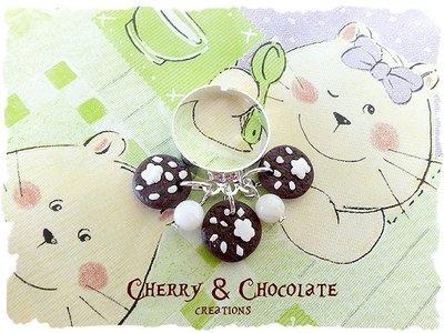 Anello con ciondoli di biscottini in stile Pan di Stelle in Fimo