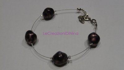 braccialetto di perle viola