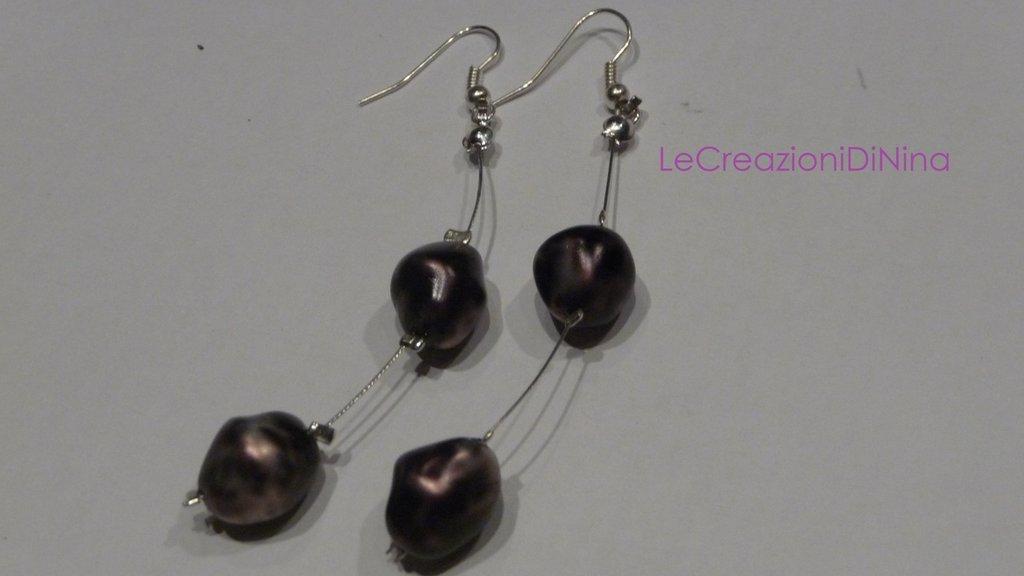 Orecchini leggeri di perle viola