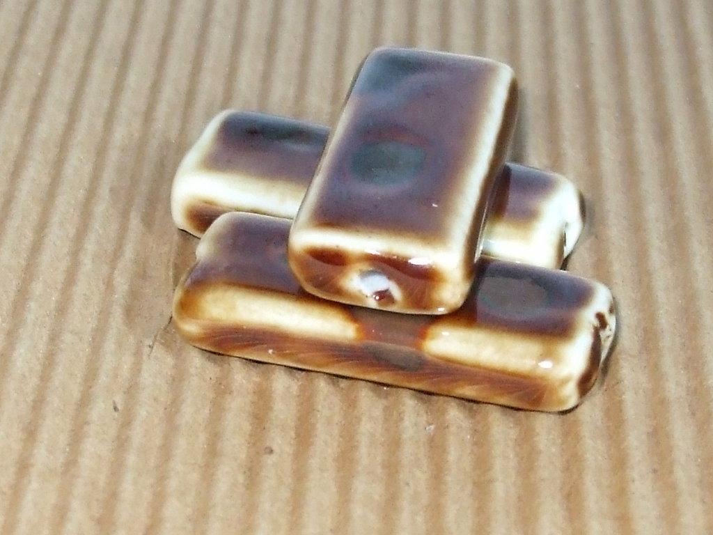 OFFERTA 3 perlone ceramica + omaggio 45 pezzi circa perline legno chia