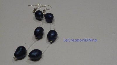 Orecchini di perle blu