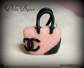 Borsa in miniatura  Chanel rosa realizzata a mano in fimo cernit...