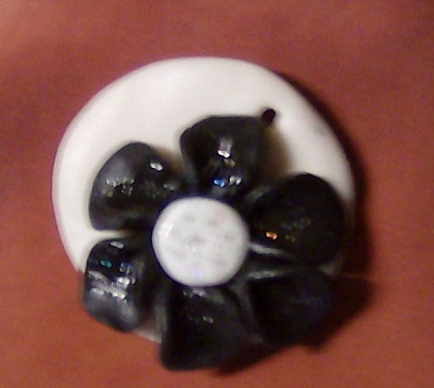 fiore con base rotonda, ciondolo