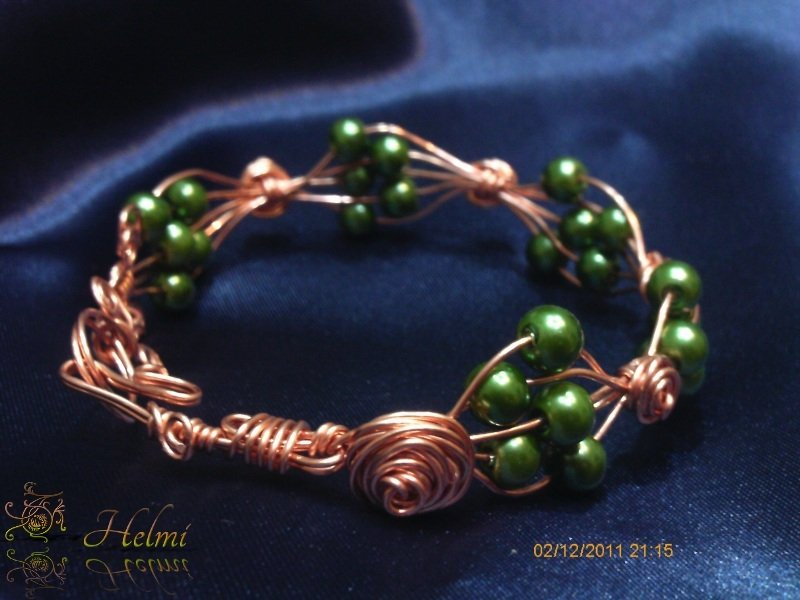 Bracciale rame e perle verdi