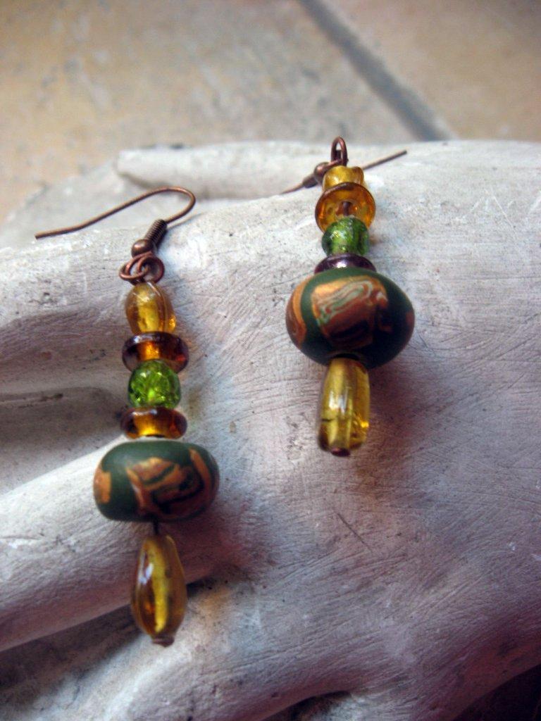 orecchini verdi e ambra