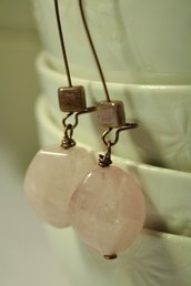 Twisted Earrings - Orecchini con Ovali in quarzo rosa