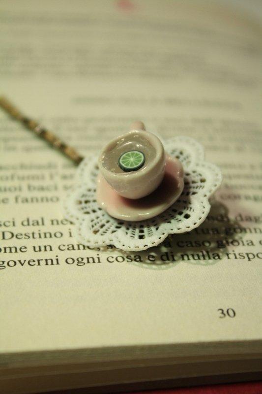 E' l'ora del the!!! - Molletta con miniatura in ceramica