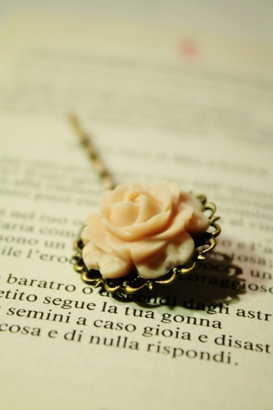 Rose Hairgrip - molletta con rosa vintage in resina