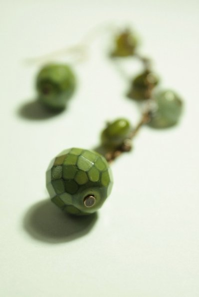 Green Cones Earrings - Orecchini con perle in vetro come pigne