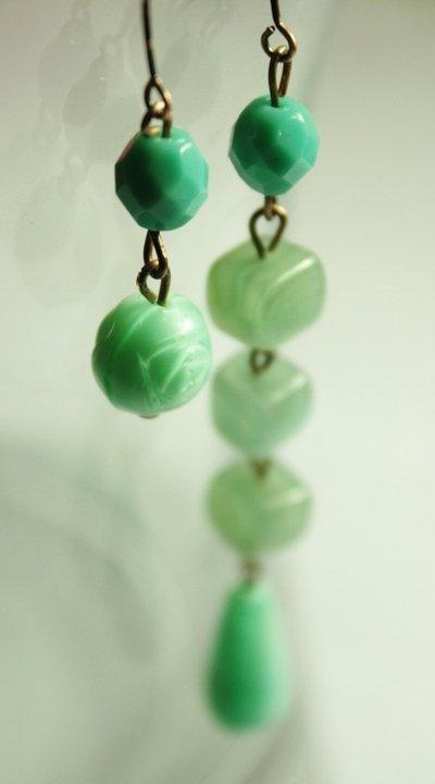 Aqua 2 Earrings - Orecchini con perle in vetro e semicristalli verde acqua