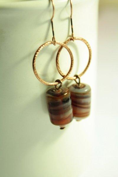 Orecchini in rame con tubi in vetro bicolore