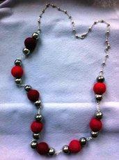 collana perle metallo e pannolenci