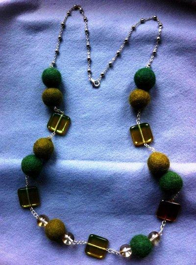 collana verde perle e pannolenci