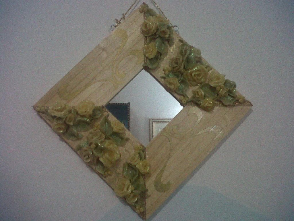 oggetto arredo parete in legno