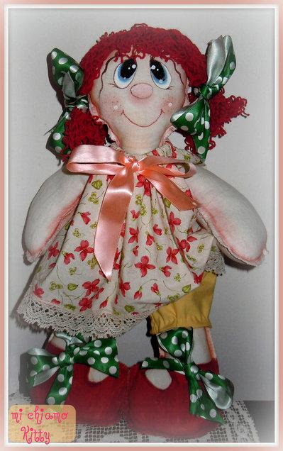 Bambola di pezza Kitty la rossa