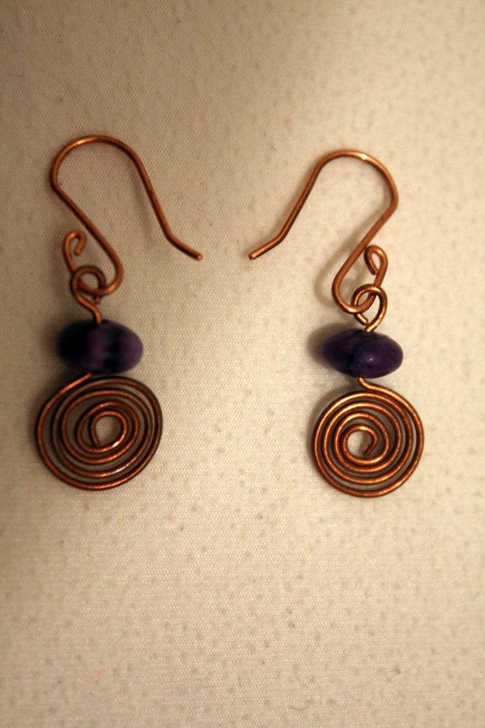 orecchini perla in pietra viola