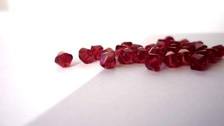 48 Swarovski bicono Siam rosso 4 mm