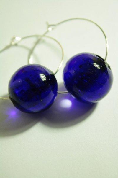 Blue or Orange Bubbles Earrings - orecchini a cerchio con perlone in vetro