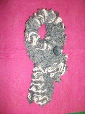 Sciarpa in fettuccia grigia e bianca