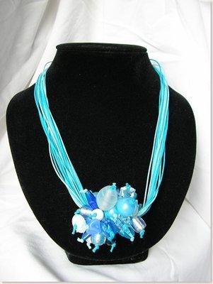 Collana Pon Pon azzurra