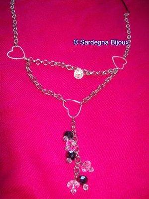 collana con cuori e perline pendenti
