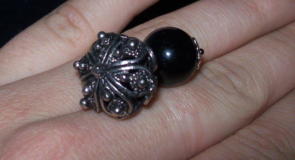 anello con coccu e bottone