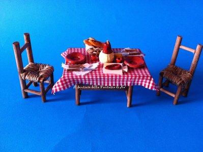 Tavolo imbandito con 2 sedie impagliate per presepe