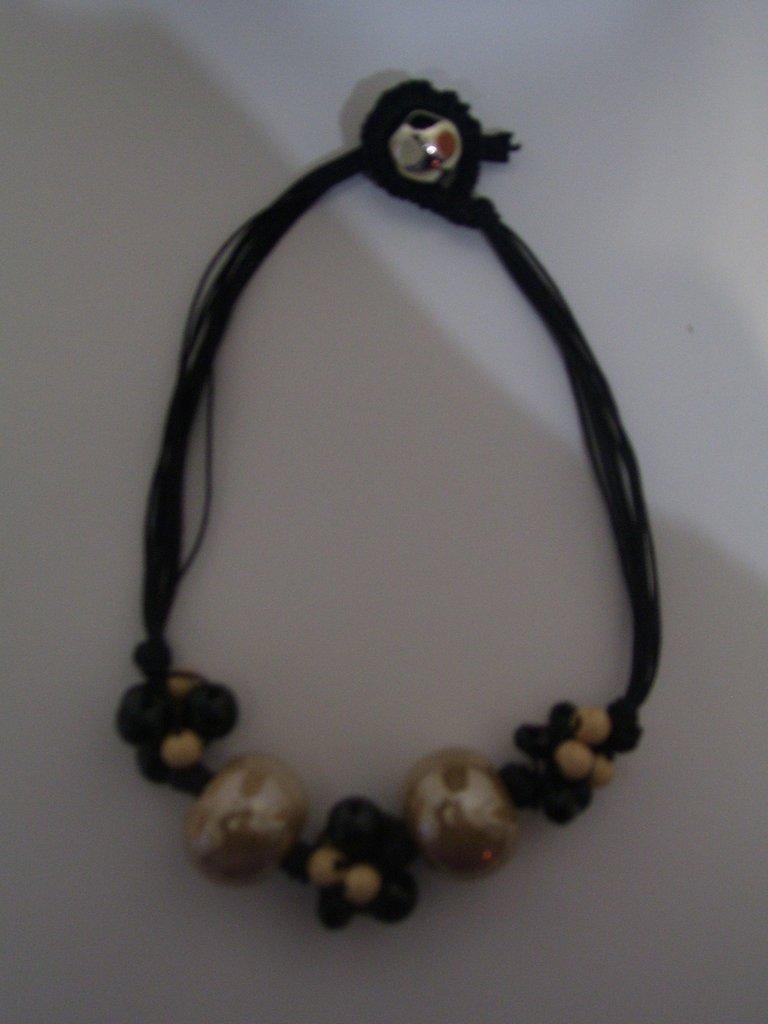 Collana in corda con pietre in ceramica color Beige