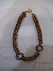 Collana color Bronzo con medaglioni realizzata con la tecnica chainmail.