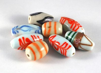 Lotto bianco 8 perle in ceramica da 2 a 3 cm