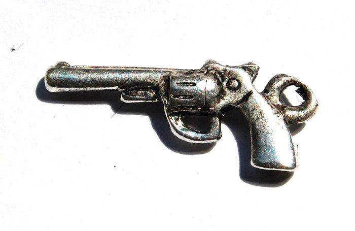 lotto da 5 charms pistola revolver argento tibetano