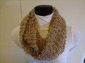 collo, sciarpa,scaldacollo lavorato a  magliain lana boucle cammello