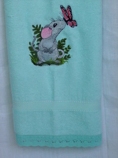 Asciugamano verde acqua,ricamato a telaio.  Bathroom towel,teal,mint green,embroidered