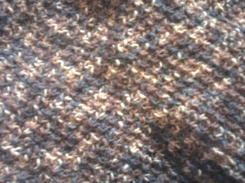 Sciarpa scialle grande  marrone fatta a mano
