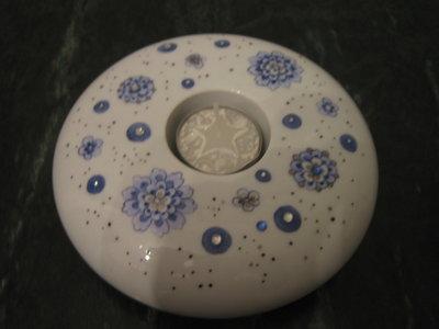 Portalumino in porcellana dipinto a mano