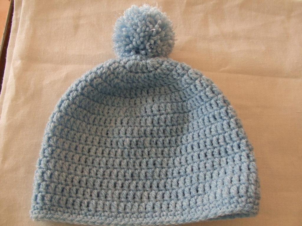 Cuffia baby di lana azzurra 2-4 anni. Baby cap,pale blue azure,wool,crocheted,2-4 years